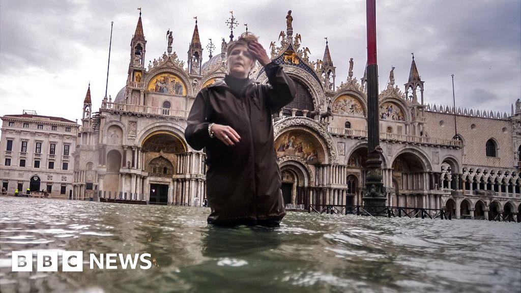 Flooded Venice battles new tidal surge
