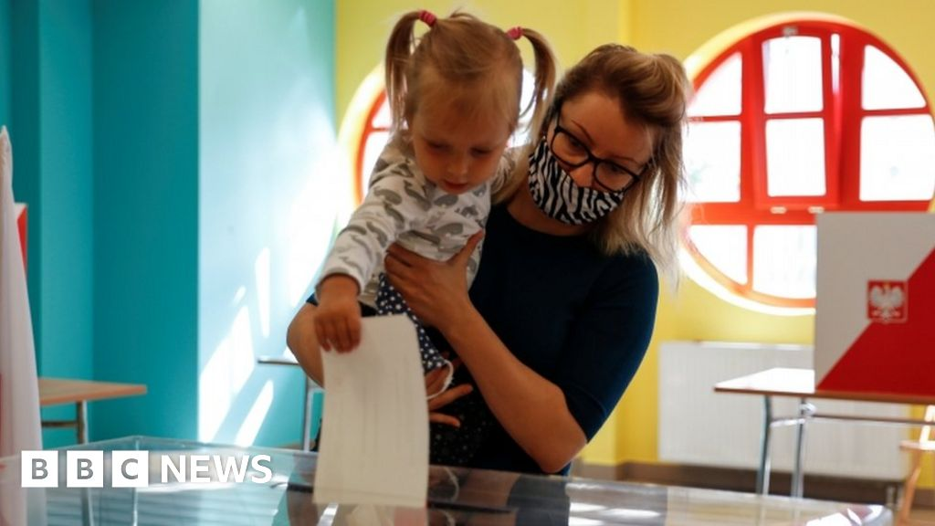 Poland election: Clash of ideals as voters choose head of state - BBC News