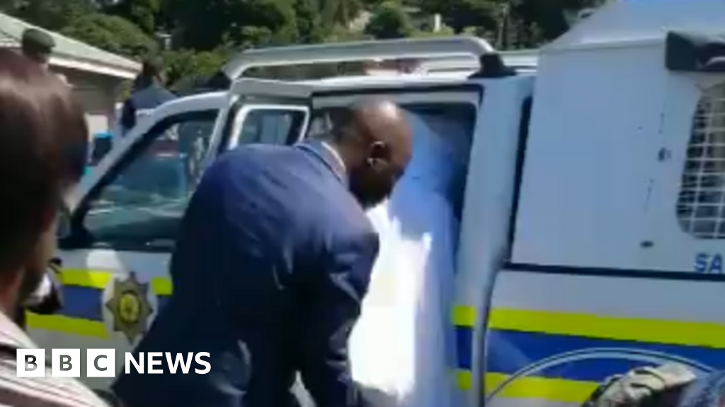 Coronavirus: South African bride and groom arrested over 'lockdown wedding'