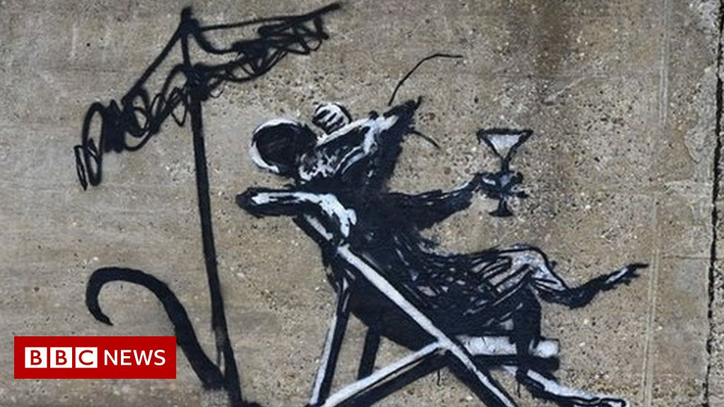 Has Banksy been on an East Anglian seaside spraycation?