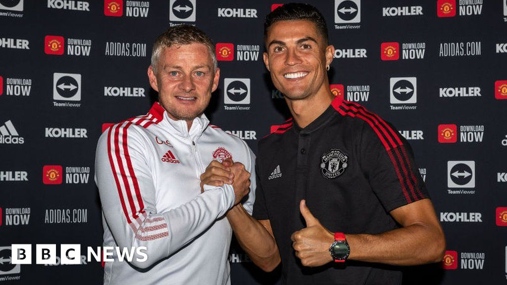 Manchester United reveals impact of Covid year - bbc