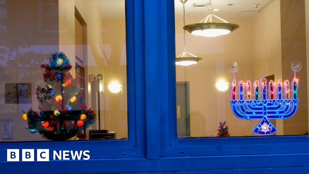 A Point of View: Have yourself a very Jewish Christmas - BBC News