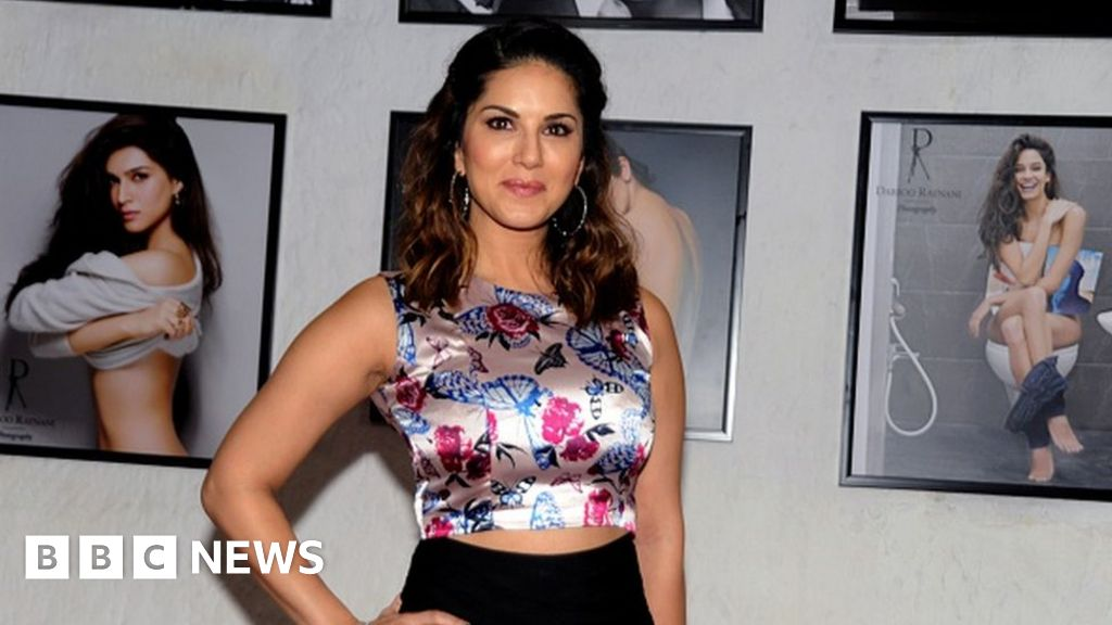 Sunny Leone wows web over grilling about porn past - BBC News