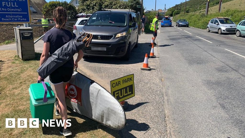 Cars 'from across country' cause beaches gridlock
