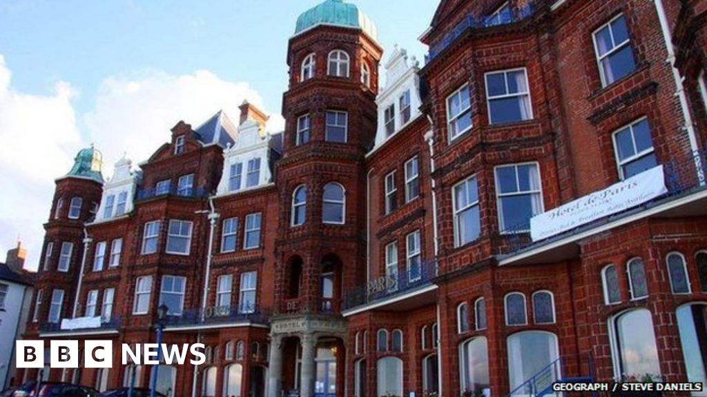 Cromer hotel evacuated in carpet chemical scare - BBC News