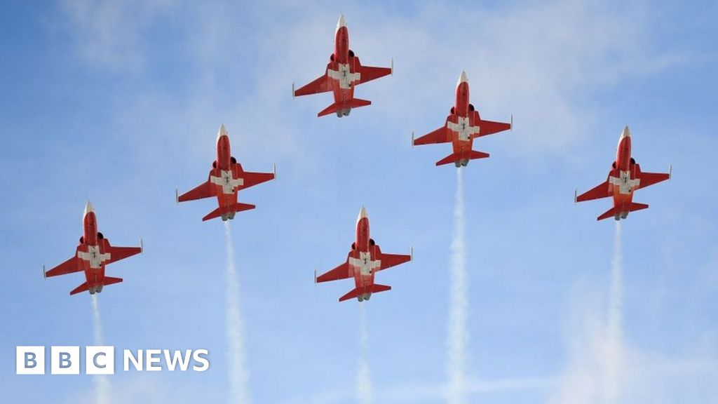 Swiss jet display team flies over wrong festival thumbnail