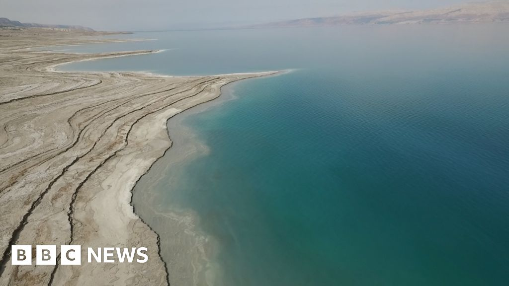 Dead Sea drying: A new low-point for Earth - BBC News
