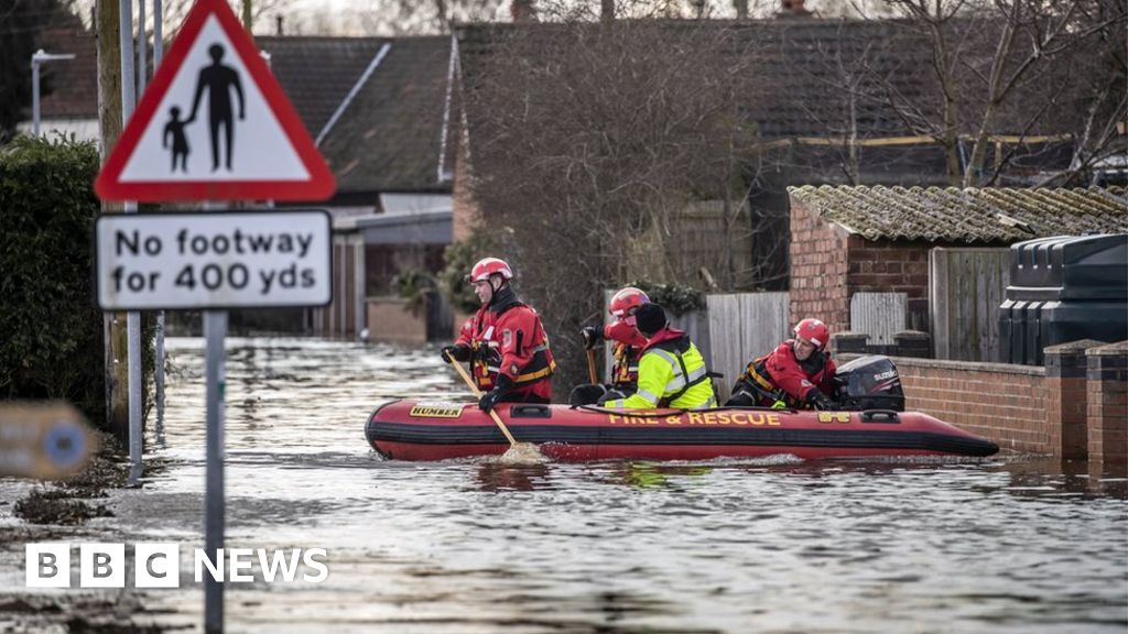 Floods: Budget will double spending on defences, says Treasury thumbnail