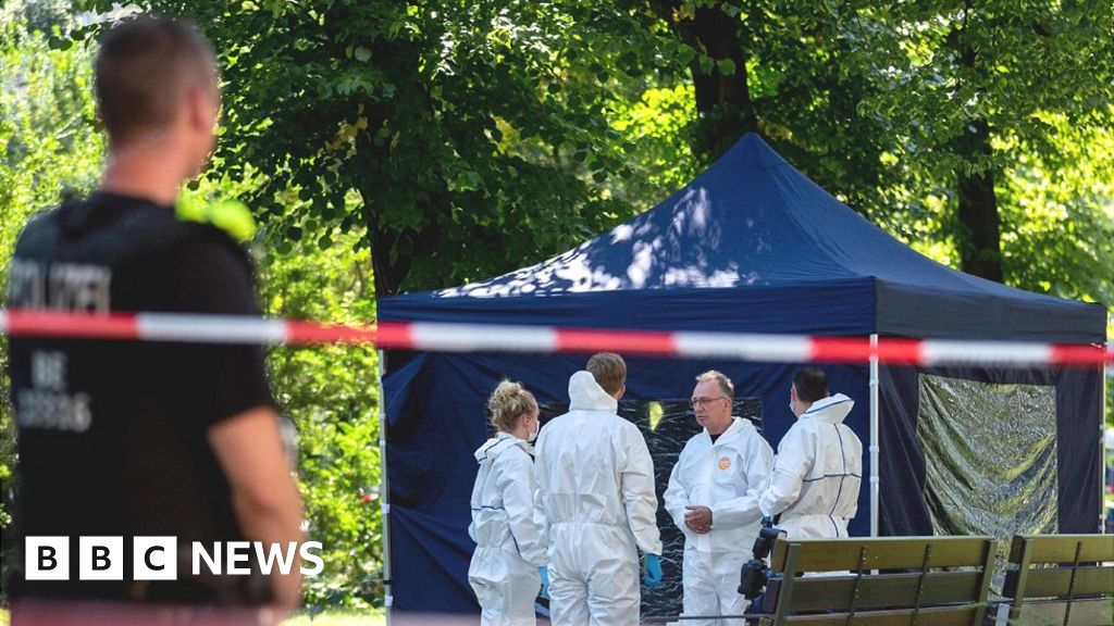 Berlin murder: Germany expels two Russian diplomats