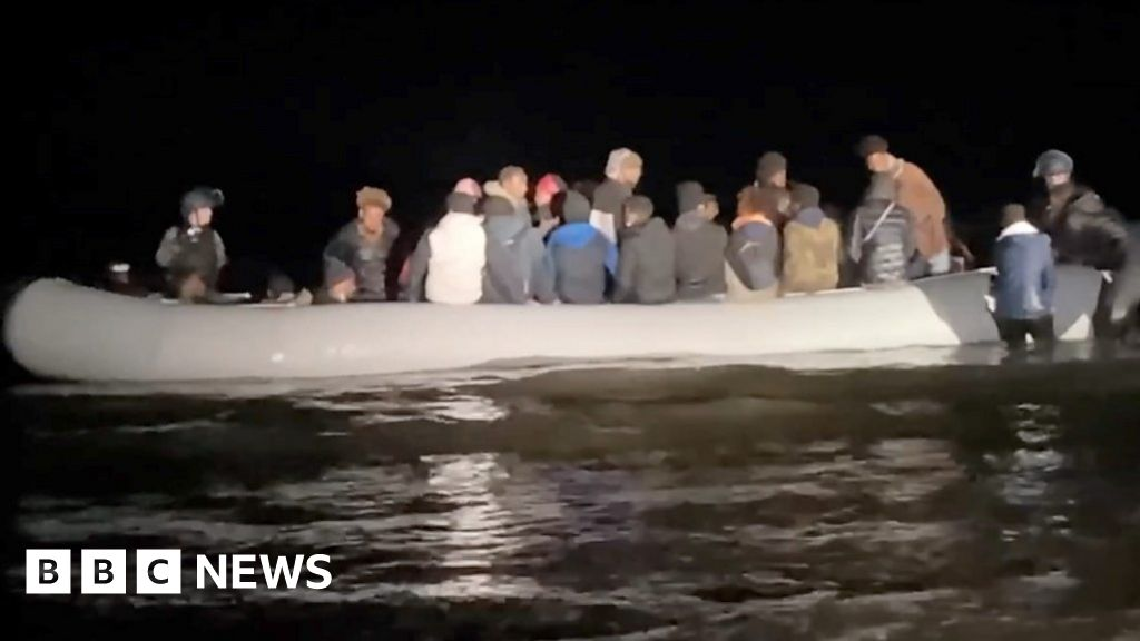 Calais: On patrol with the troops looking for migrants - bbc