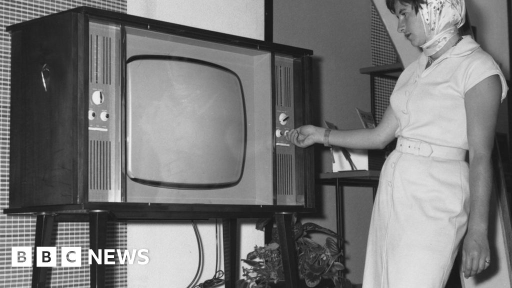 Hundreds In Scotland Still Have Black And White Tv Bbc News
