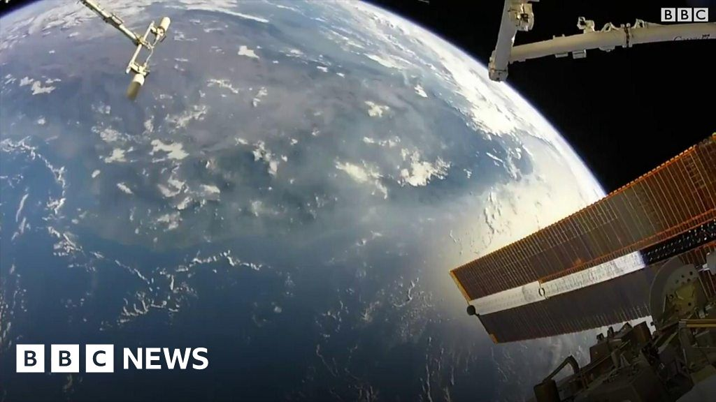 Footage of Earth from the International Space Station - BBC News
