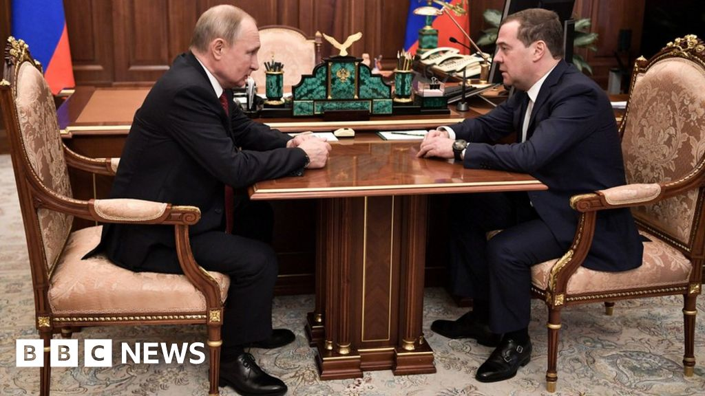 Russian government resigns as Putin plans future