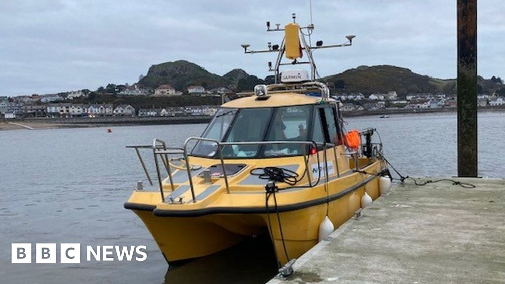 Nicola Faith: Sala search expert hunts for missing fishing boat