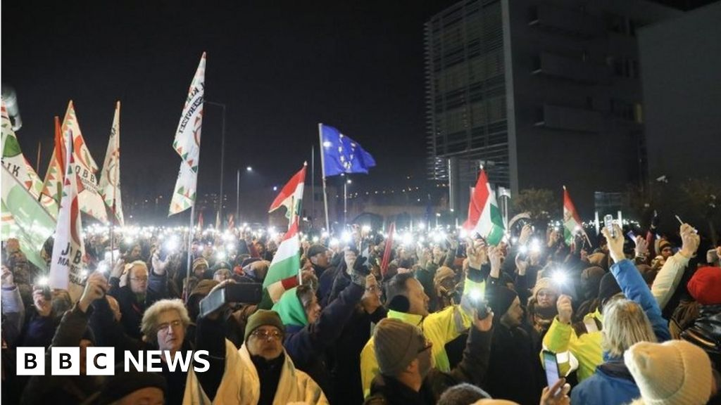Hungary 'slave law' protesters target state broadcaster