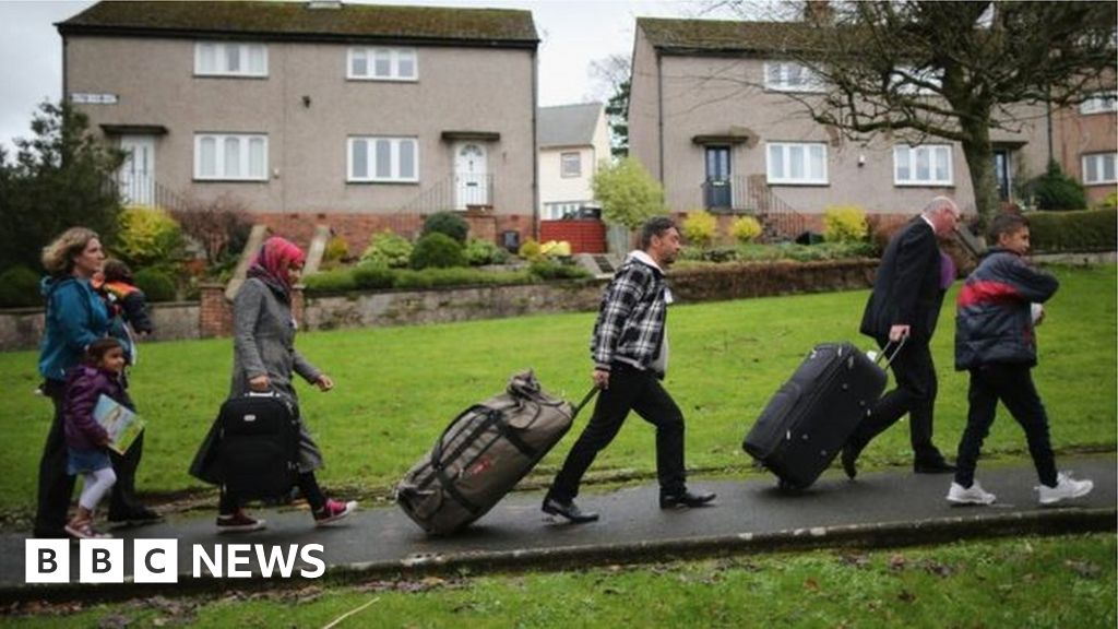 Helping refugees for longer 'could save UK money' thumbnail