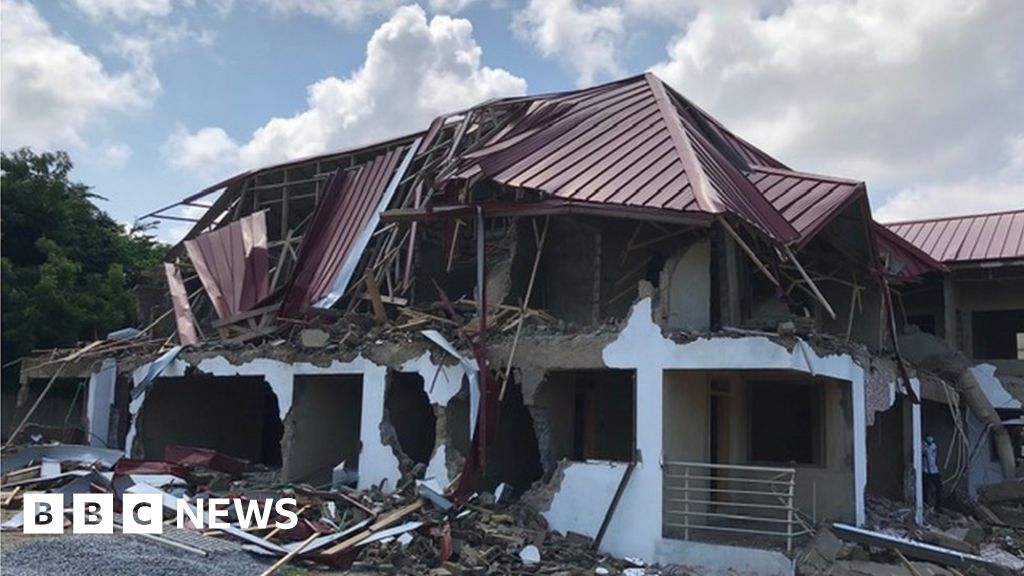 Ghana apologises to Nigeria for embassy demolition thumbnail