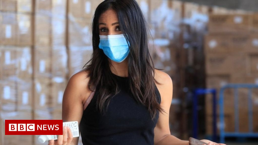 Coronavirus: Spain tightens mask rules for all older than five - BBC News