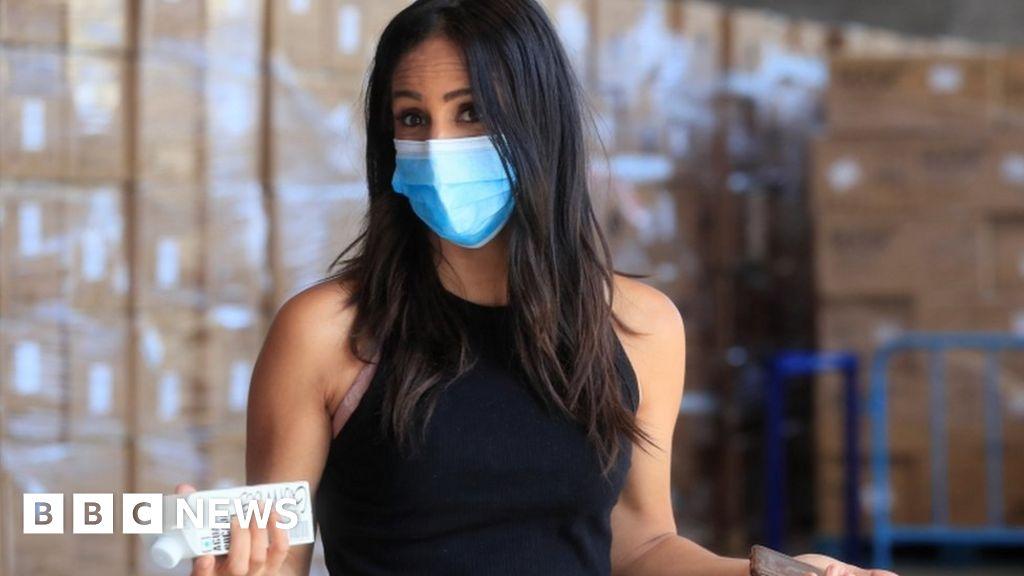 Coronavirus: Spain tightens mask rules for all older than five - BBC News