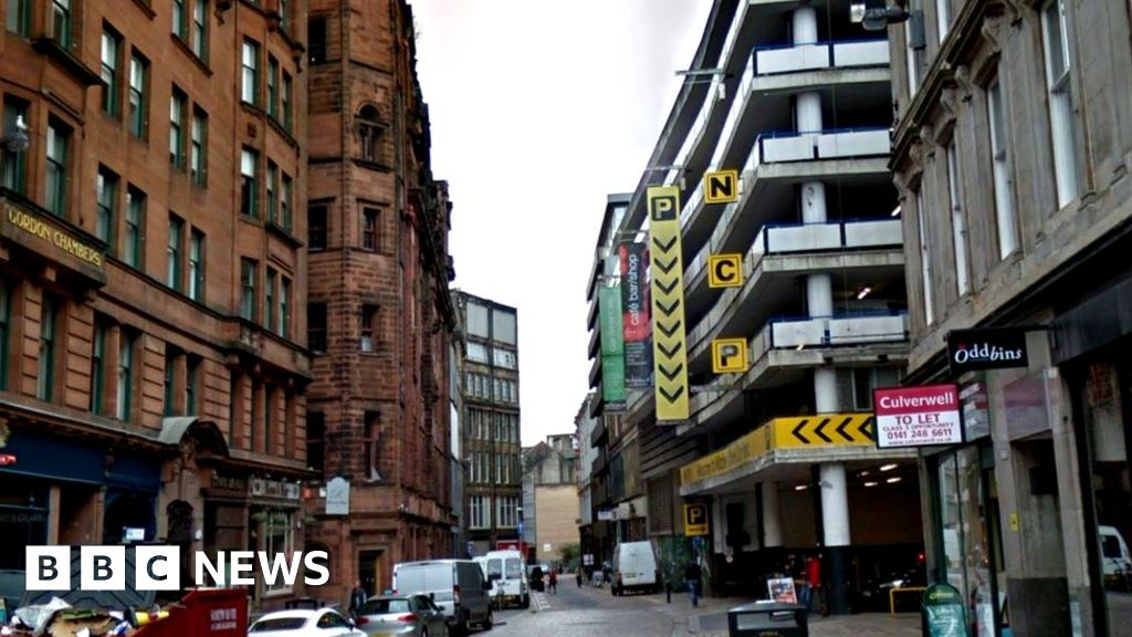 'Homeless' man dies after being found in freezing Glasgow car park - BBC News