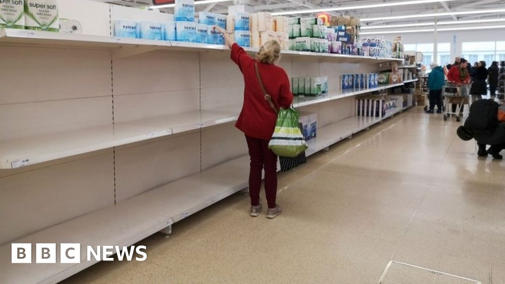Coronavirus: Supermarkets cast doubt on minister's food supply claim