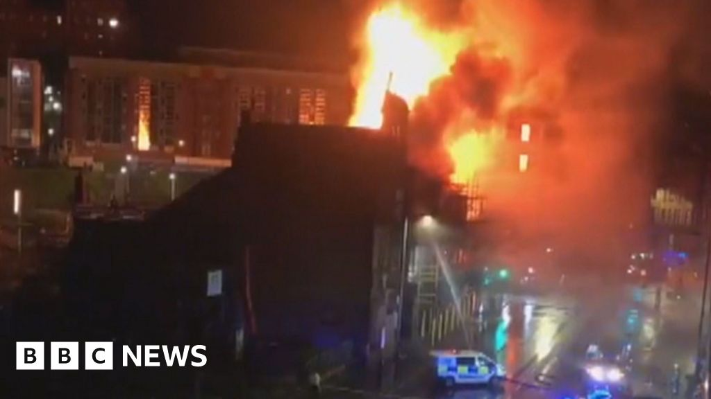 Fire crews tackle large blaze in Glasgow city centre