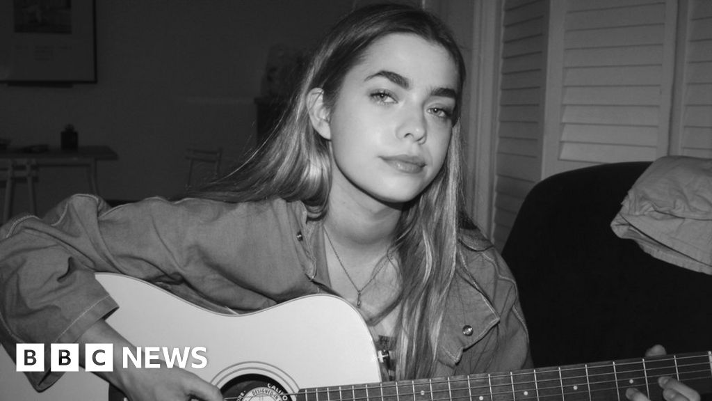 L Devine Girls Can Write About More Than Being Sexy Bbc News