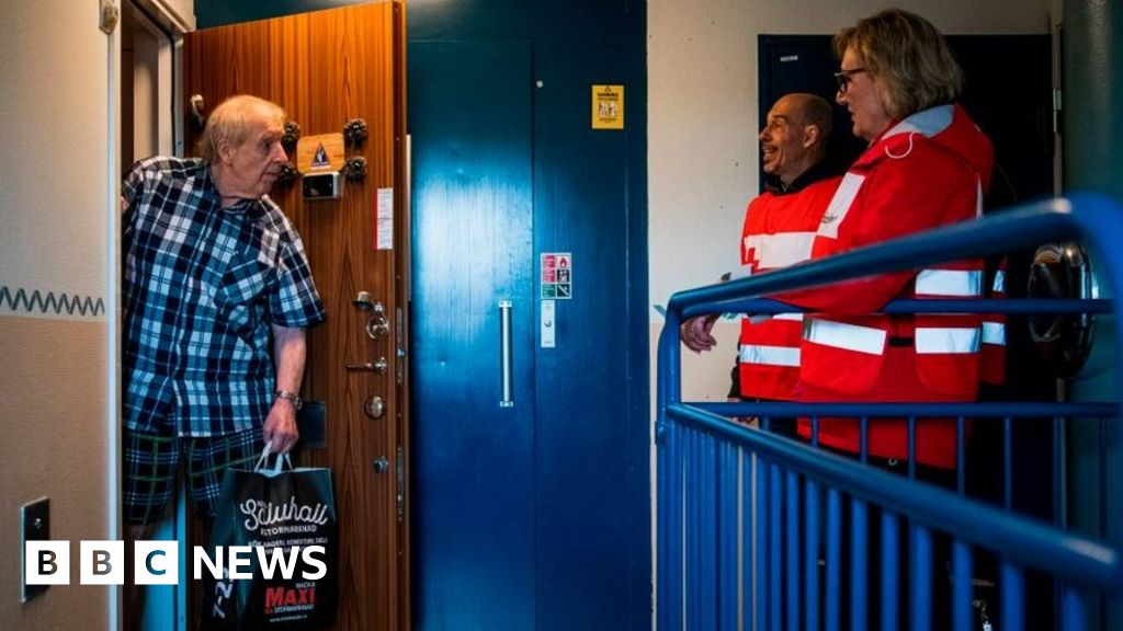 Coronavirus: Sweden's isolated elderly urged to rejoin society