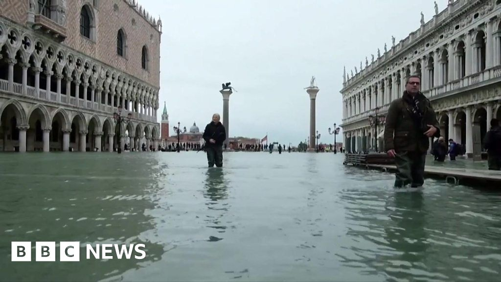Further flooding hits central Venice