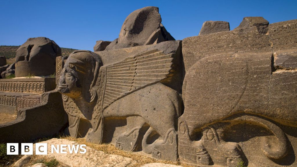 Syria war: Turkish air strikes 'damage ancient Afrin temple'