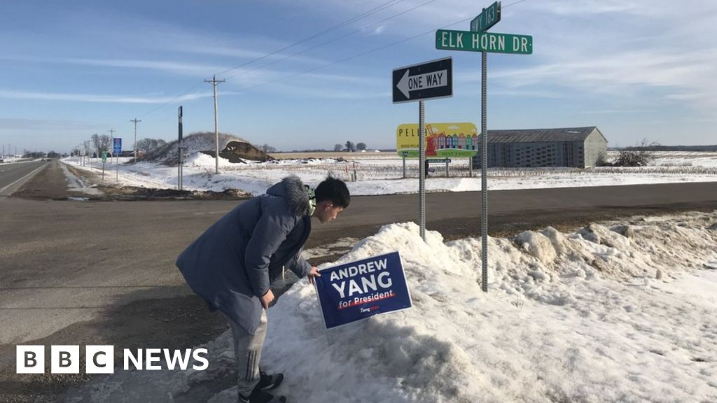 Chinese 'democracy tourists' see Iowa up close thumbnail