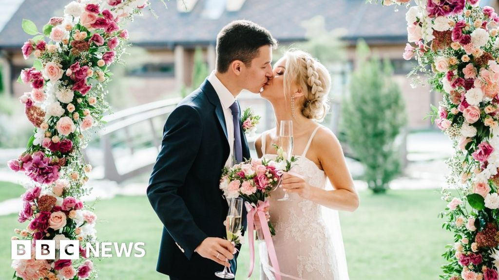 Coronavirus: What are the rules at weddings?
