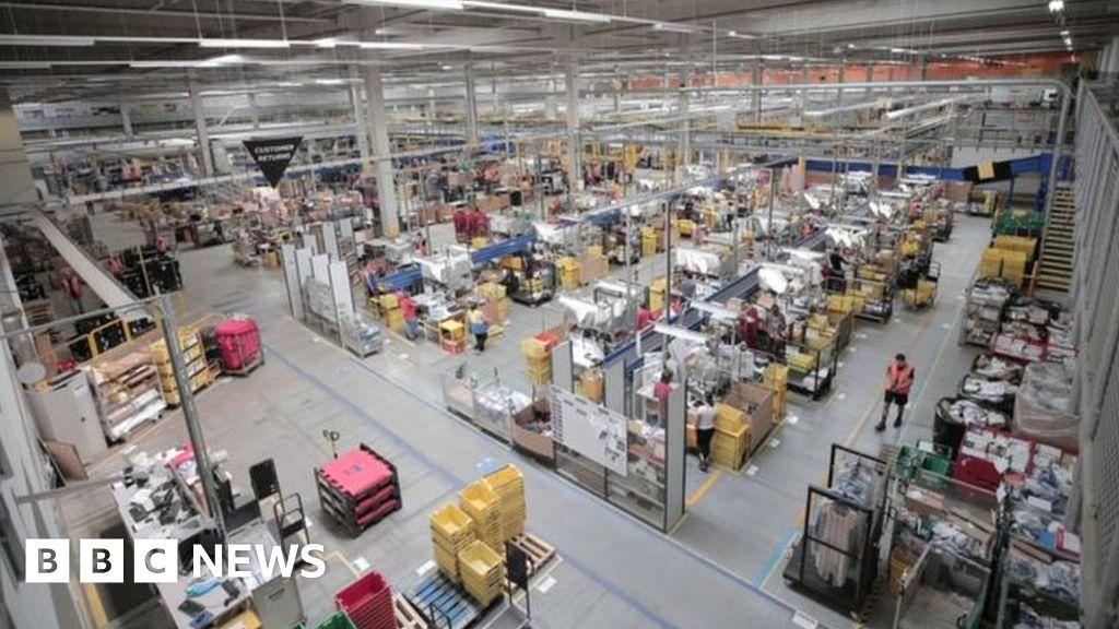 Amazon workers threaten strikes over virus gear