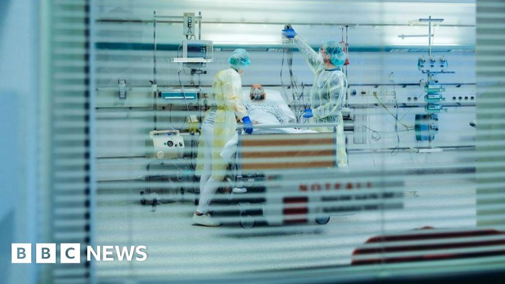 Covid: Hywel Dda health board bans visitors over rising cases