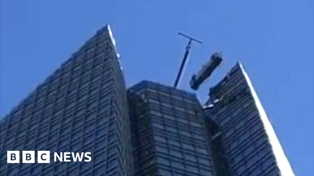 Oklahoma Window Cleaners Rescued From Swinging Lift Bbc News