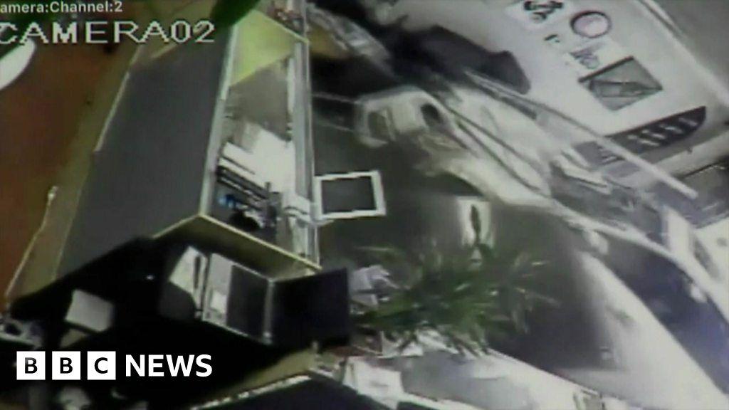 Car drives into vape shop in California - BBC News