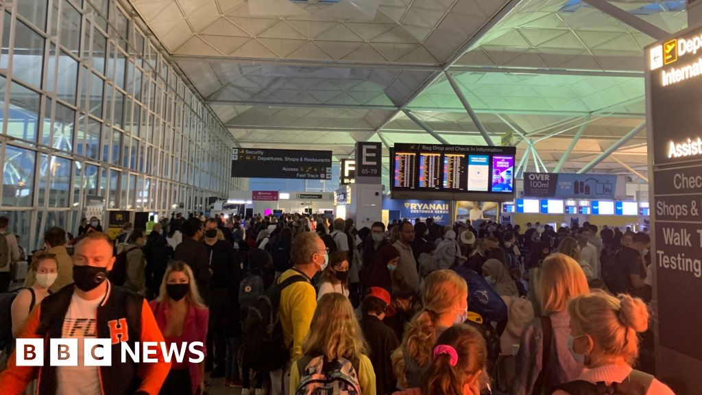 Covid-19: Air travel takes off on busiest weekend since pandemic began