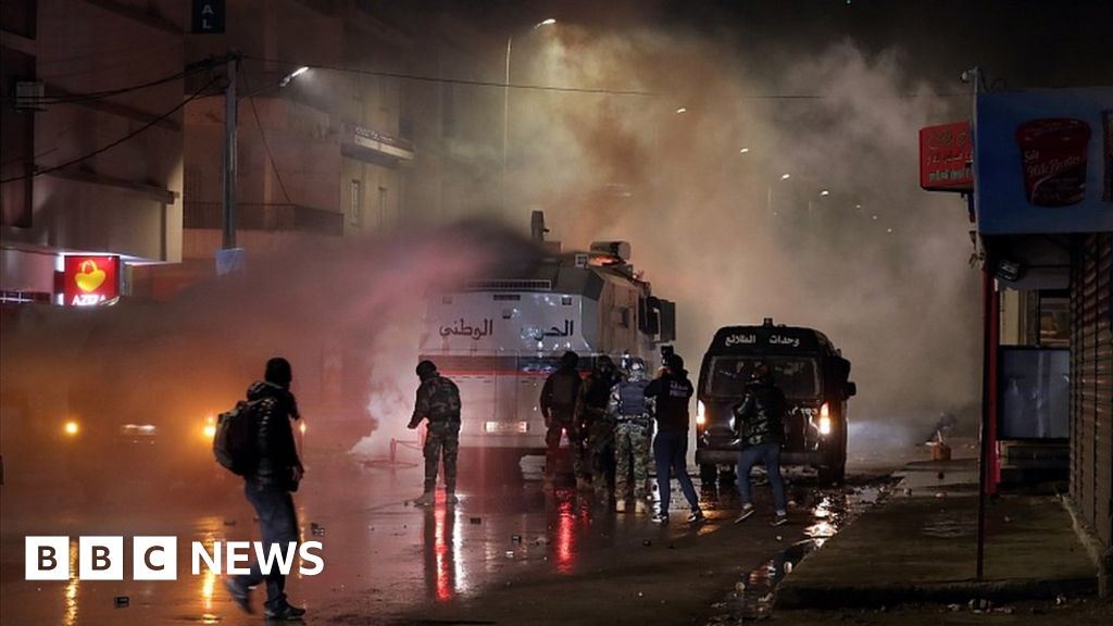 Tunisia protests: Hundreds arrested as clashes continue - bbc