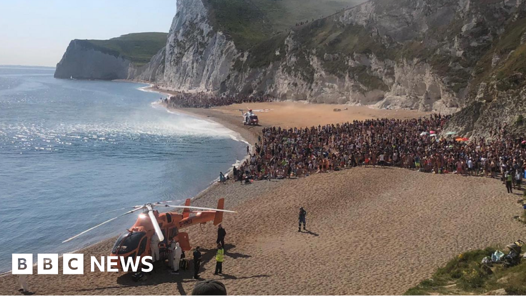 Durdle Door: Coastguard warns over tombstoning after three hurt jumping 70ft