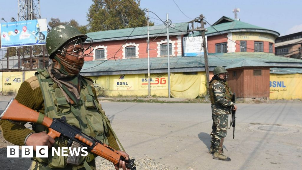 India formally divides Jammu and Kashmir state thumbnail