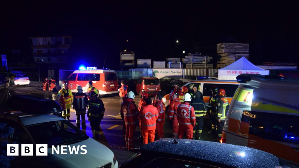 Six Germans killed in Alps by 'drunk driver'