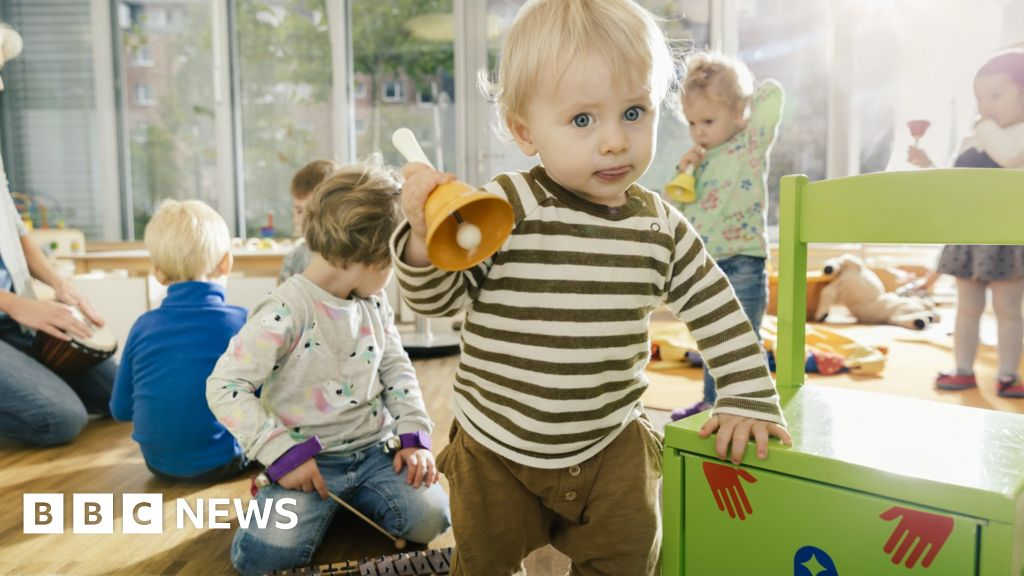 Covid: Half of early-years staff 'don't feel safe'