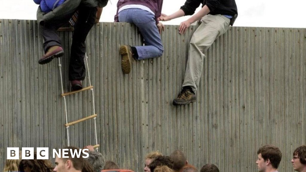 "Glastonbury fence-Jumper: ""It was, as a girl among boys over the top!"