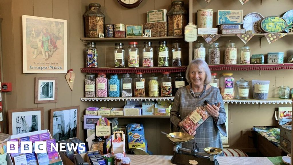 Victorian shop manager quits in barcode row