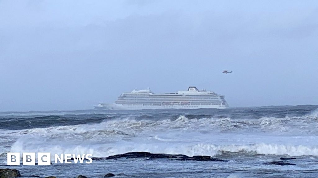 Passengers evacuated from Norway cruise