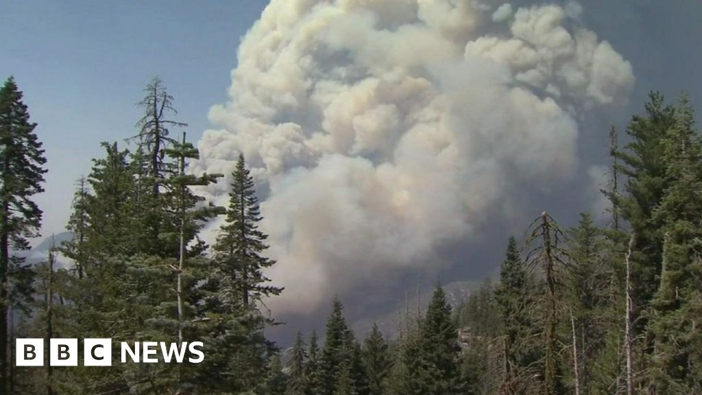 Wildfire forces evacuation, closed access to California lake