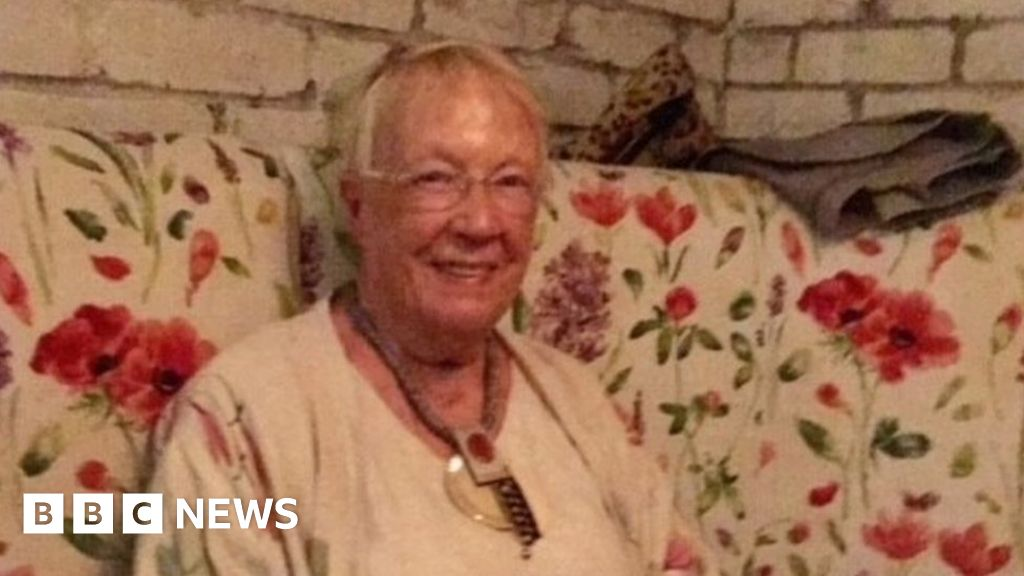 Ambulance crisis: 'I thought my mother was going to die before our eyes' – BBC News