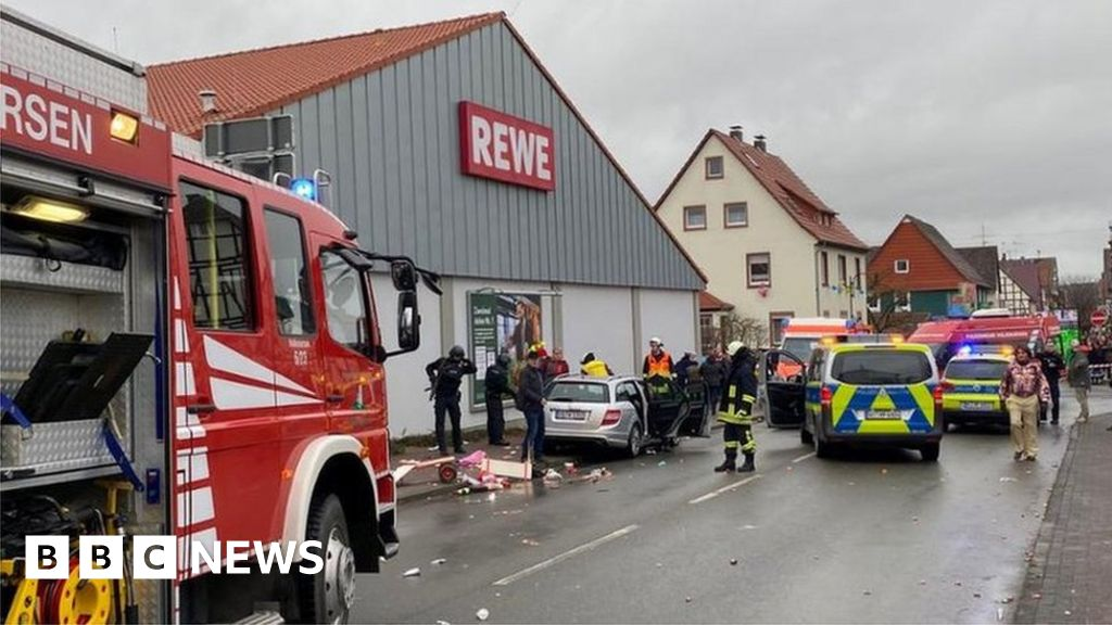 Car drives into carnival crowd in German town