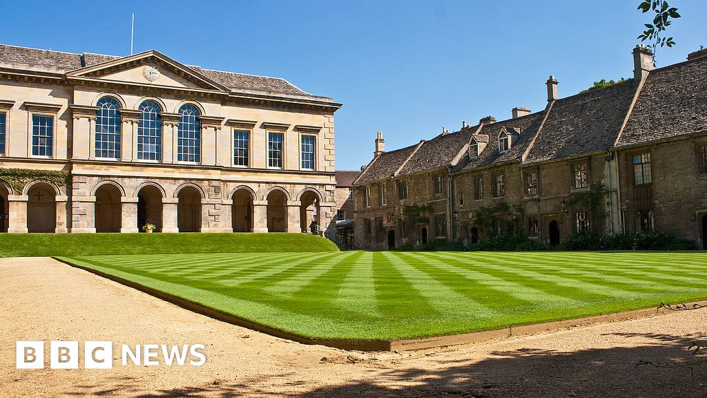 Oxford's Worcester college 'will honour UK offers'