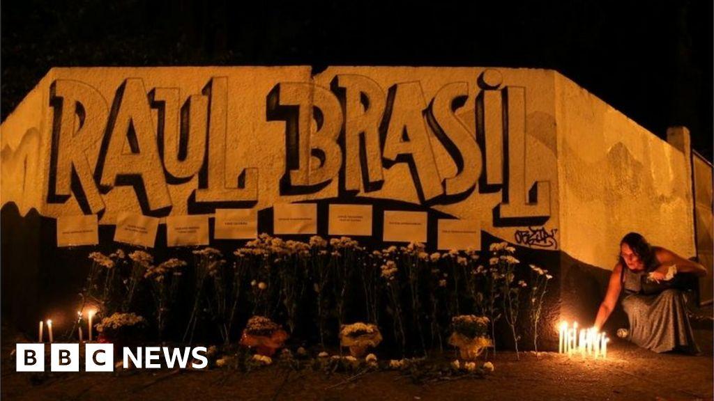 Brazil school shooting: Gunmen 'had planned attack'
